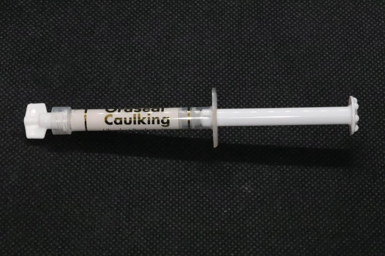 目白マリア歯科のラバーダム装着時に唾液の侵入防止に使用するパテ