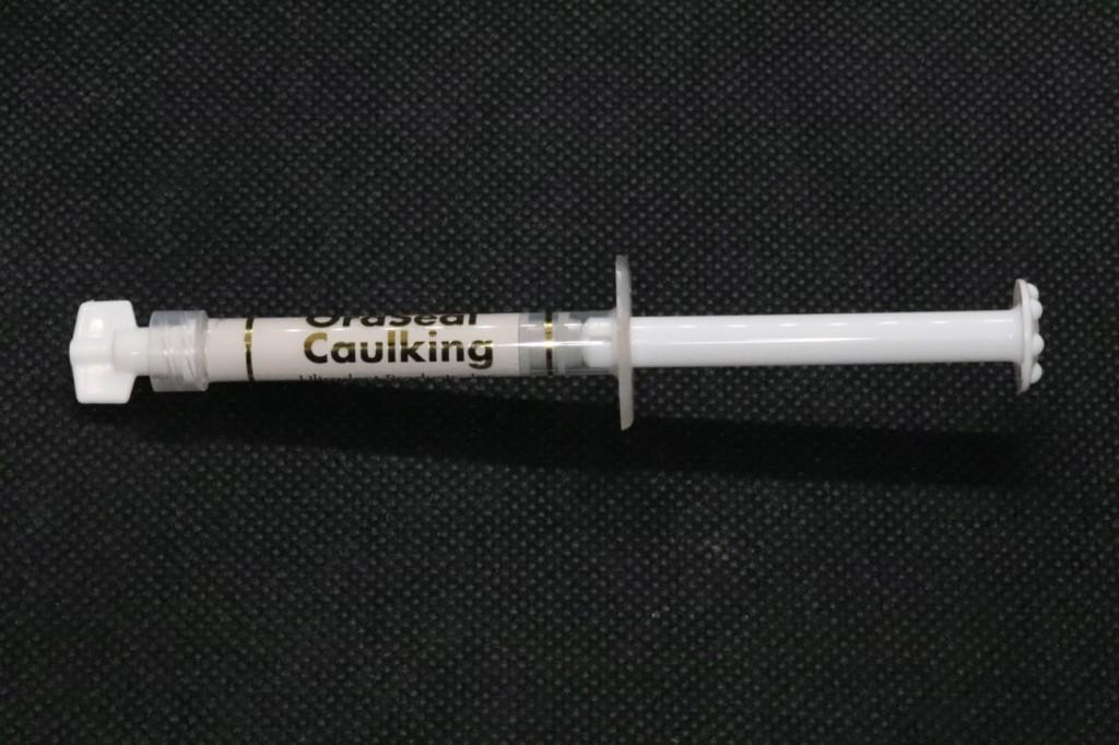 目白マリア歯科_コラム_ラバーダム防湿の器具と有用性(院長宮澤)_ラバーダム装着時に使用するパテ